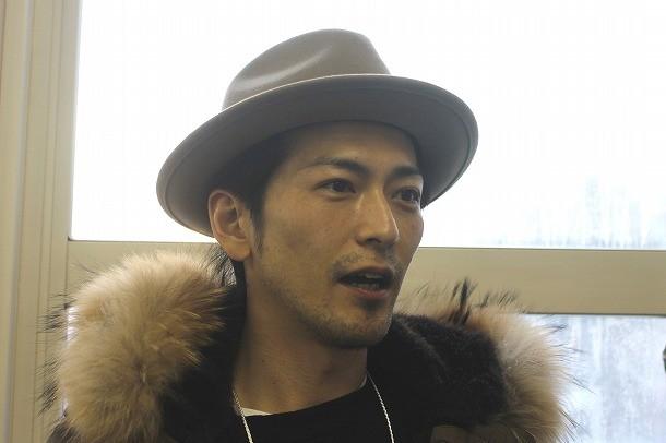 須賀貴匡のハット画像
